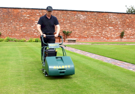 greenkeepers mowers Using the appropriate chassis adaptor kit, the system is fully compatible with all main-stream makes of triplex greens mowers and lightweight fairway mowers, like john deere the design has been well thought out, not just from a manufacturer's viewpoint but also that of a greenkeeper and a mechanic.